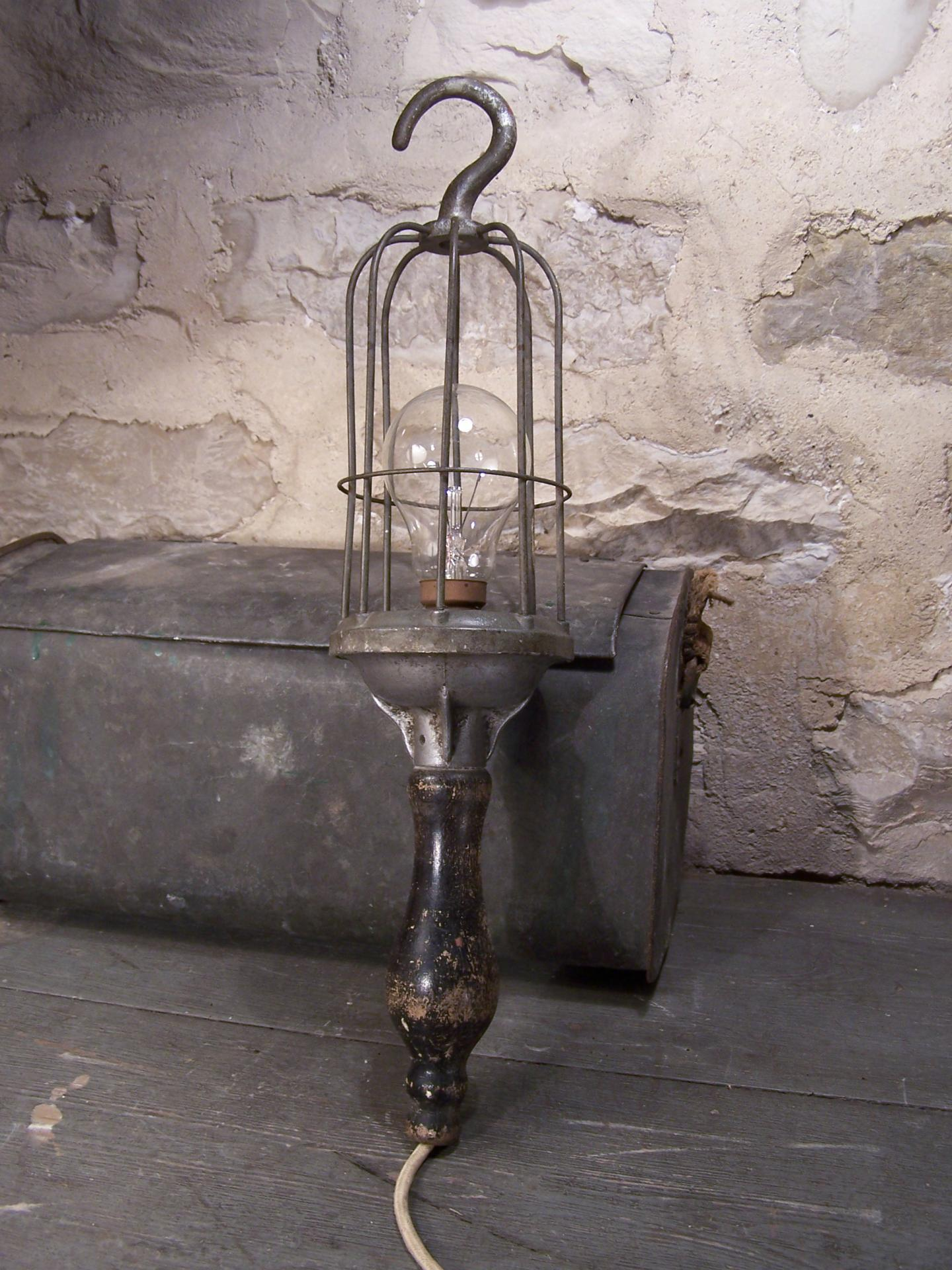 ancienne baladeuse industrielle baladeuse d 39 atelier. Black Bedroom Furniture Sets. Home Design Ideas