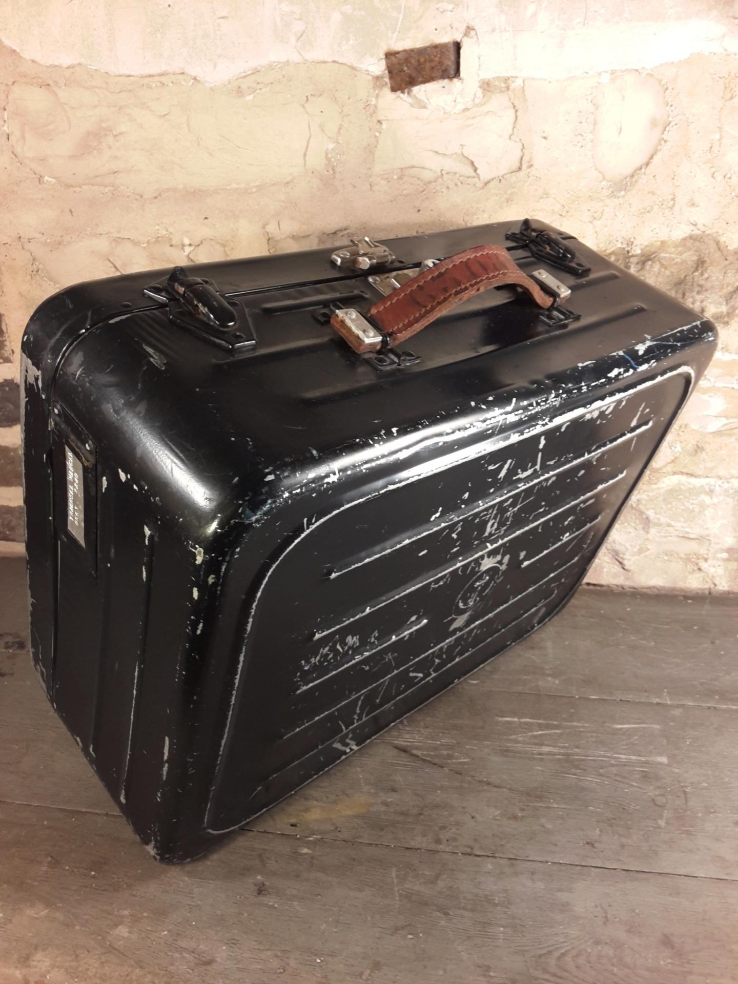 valise en fer de marin marine nationale. Black Bedroom Furniture Sets. Home Design Ideas