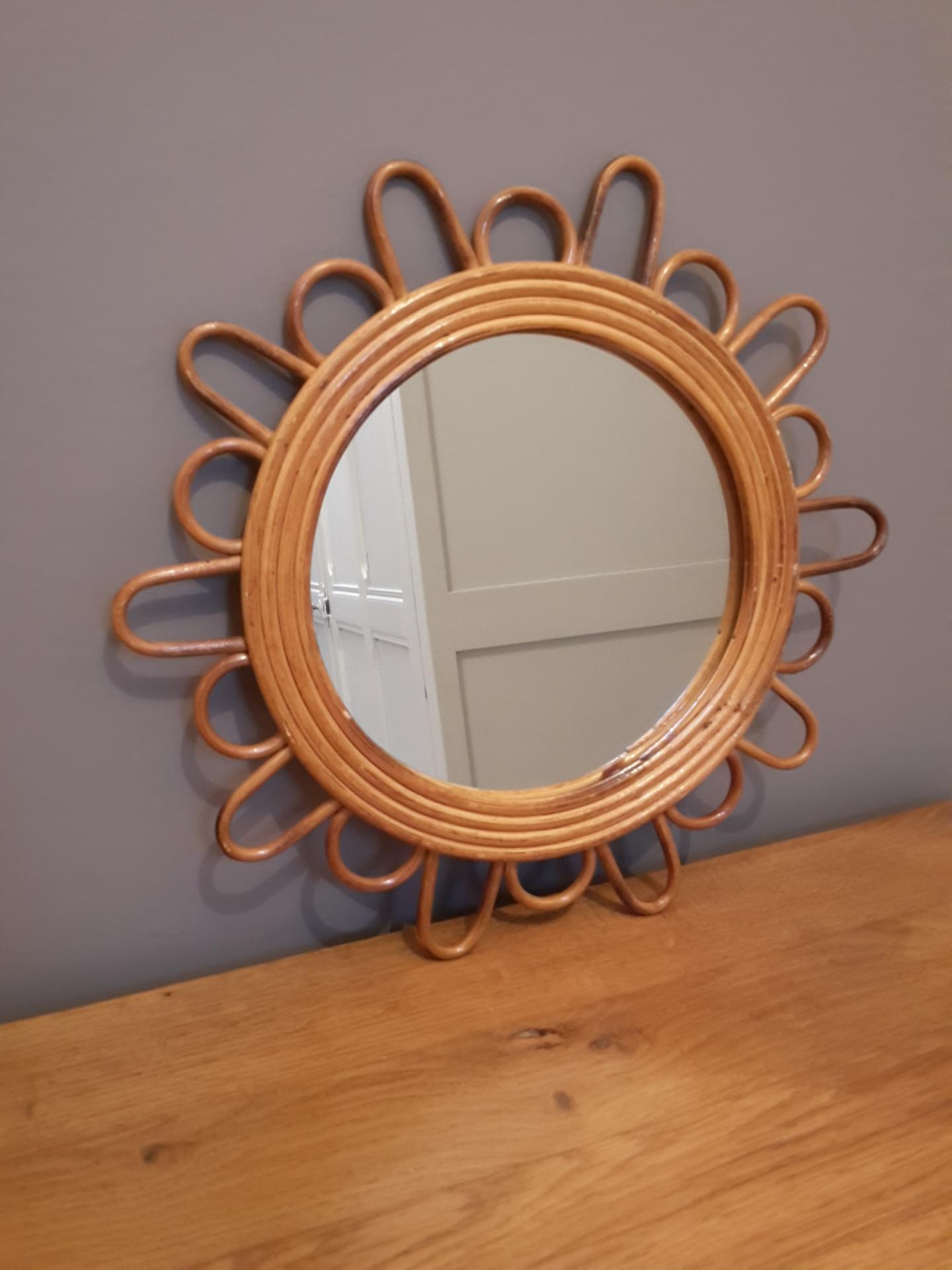 Miroir fleur en rotin miroir fleur en osier miroir fleur for Miroir en osier