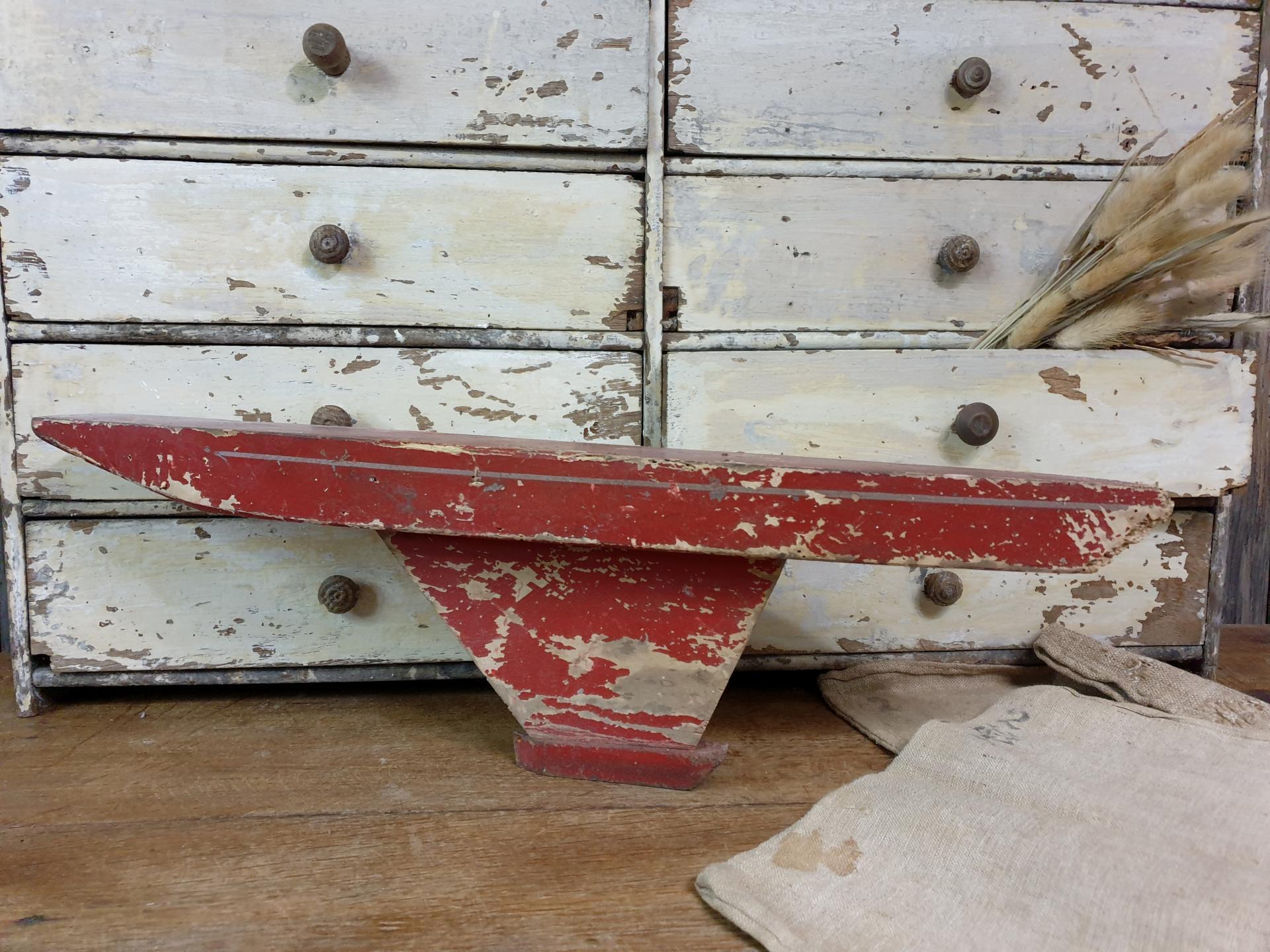 0 bateau de bassin coque rouge