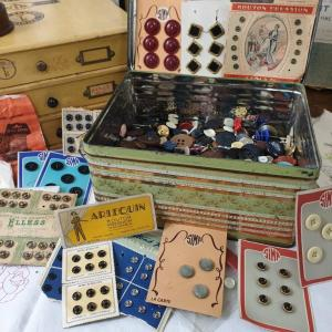 0 boite de boutons anciens