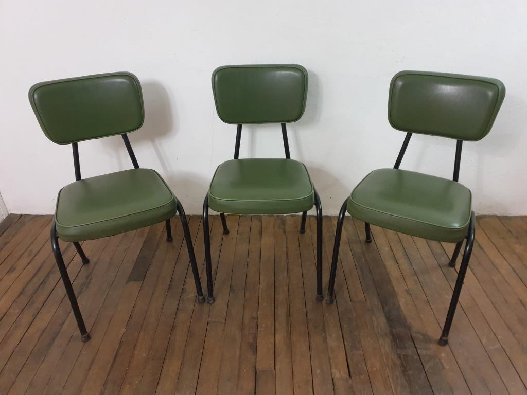 0 chaises vertes vintage