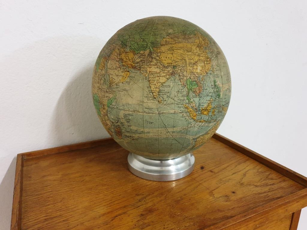 0 globe terrestre lumineux perrina