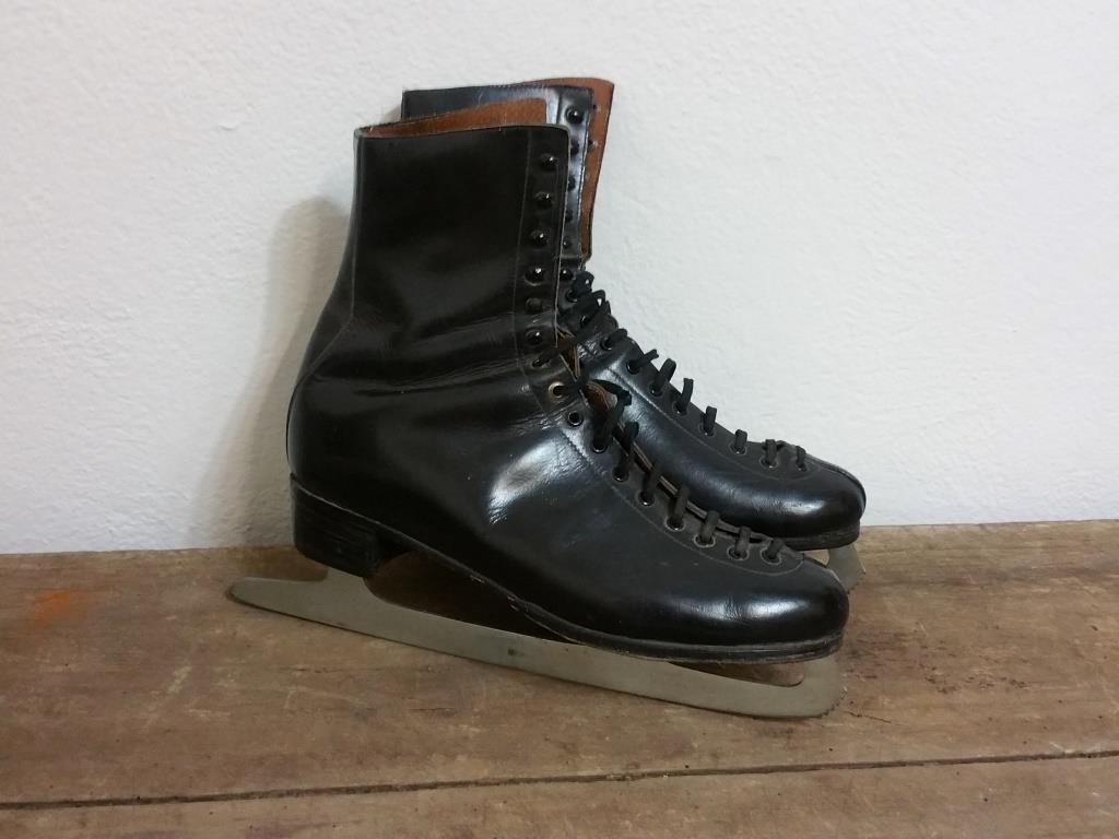 0 paire de patins a glace cuir noir