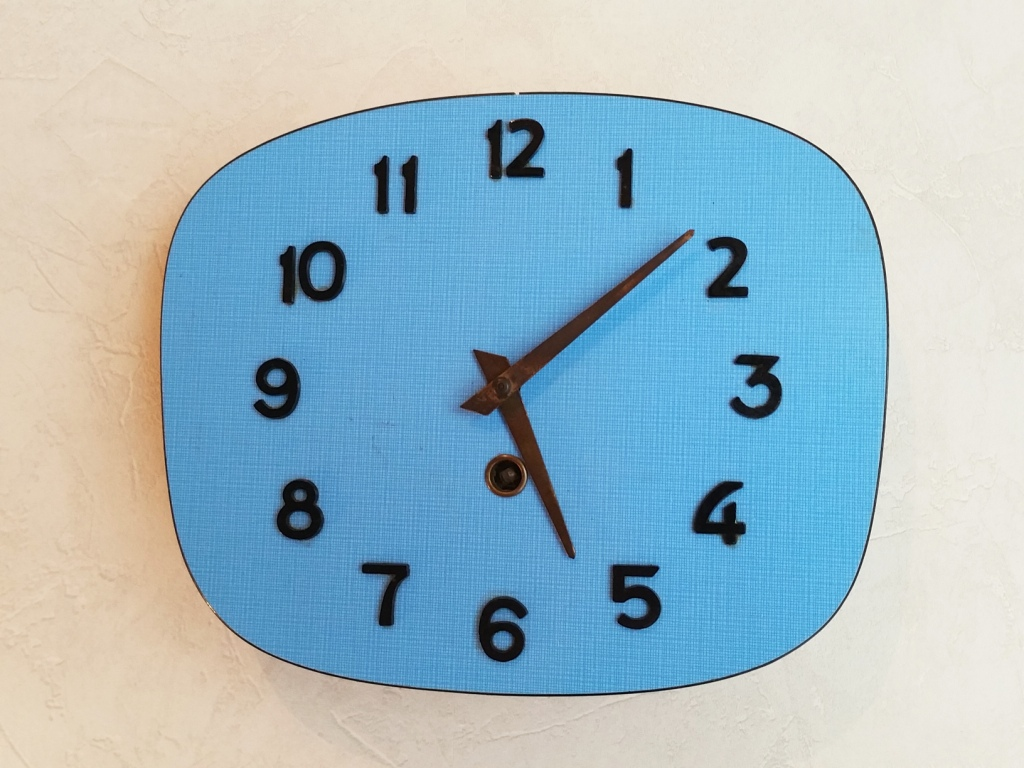 0 pendule formica bleu