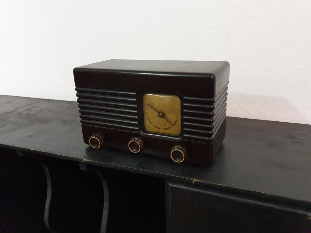 0 radio bakelite