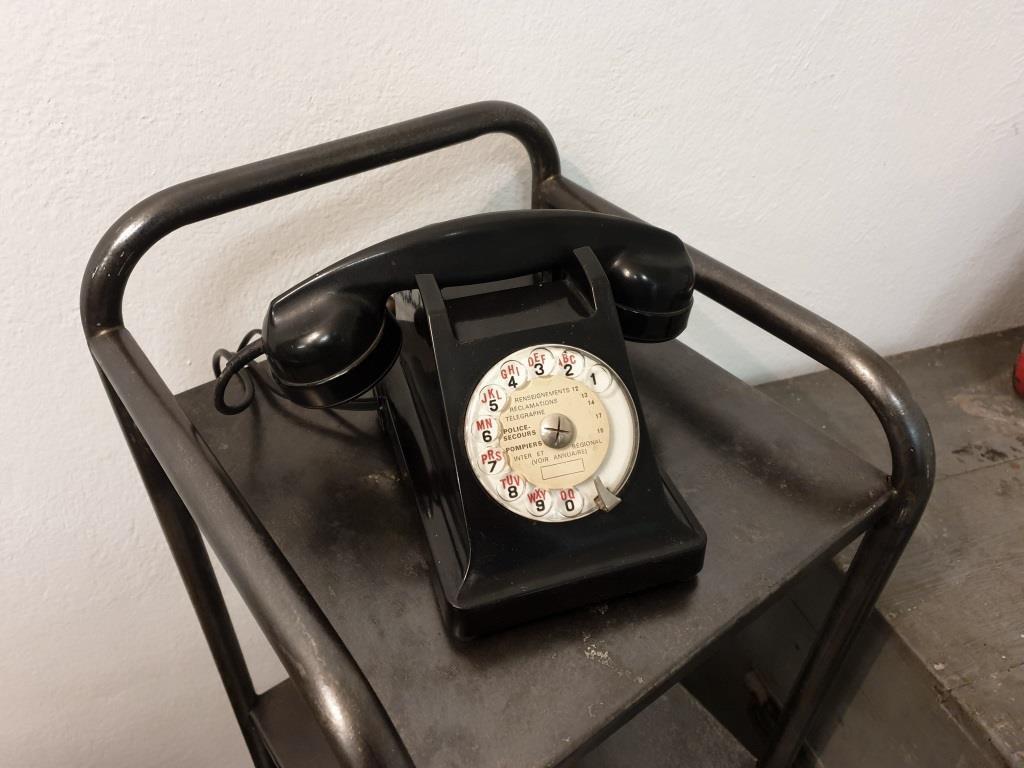 0 telephone noir bakelite