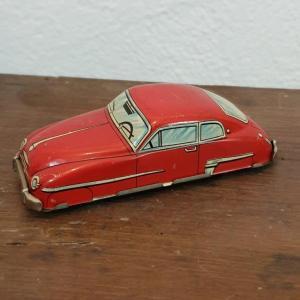 0 voiture en tole rouge 1