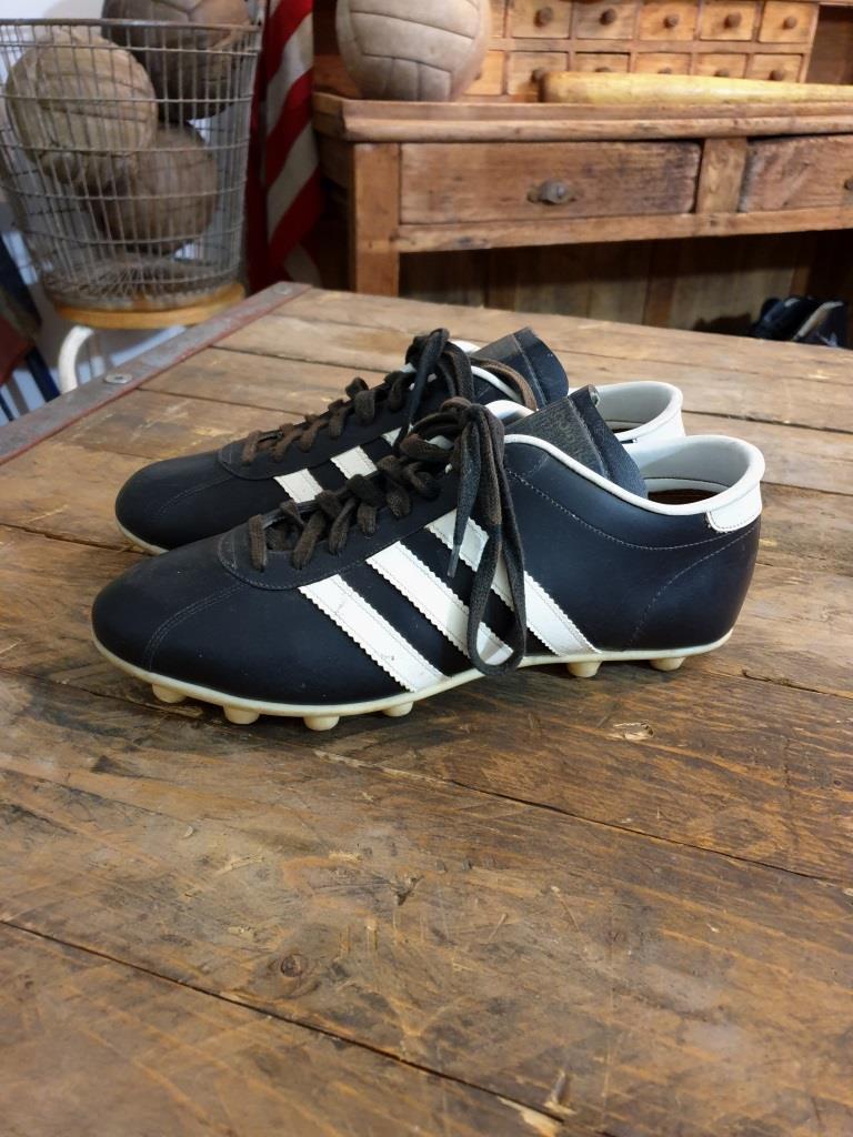 chaussures de foot ADIDAS crampons moulés sport vintage