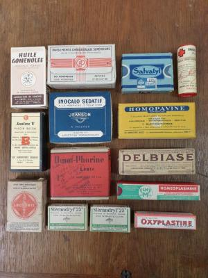 01 lot de boites en carton de medicaments