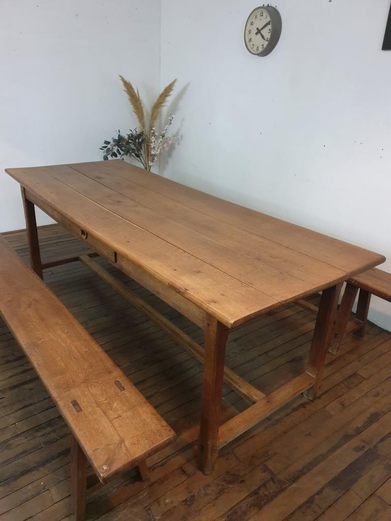 01 table de ferme avec 2 bancs