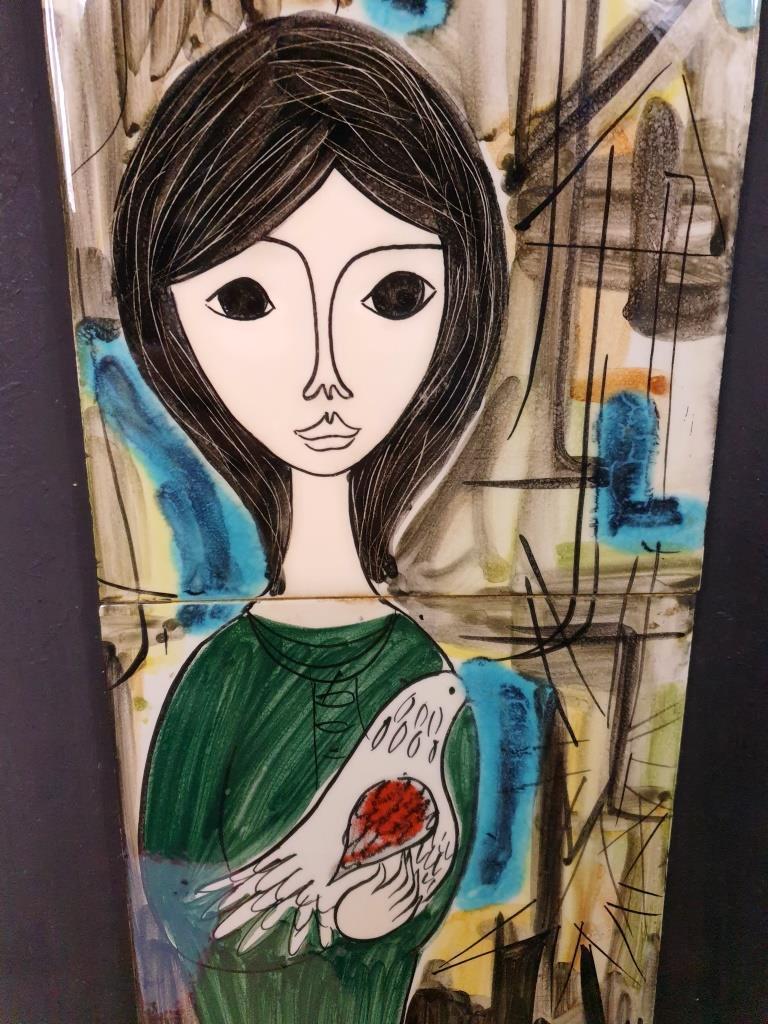01 tableau ceramique femme a la colombe