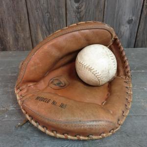 02 gant et balle de base ball