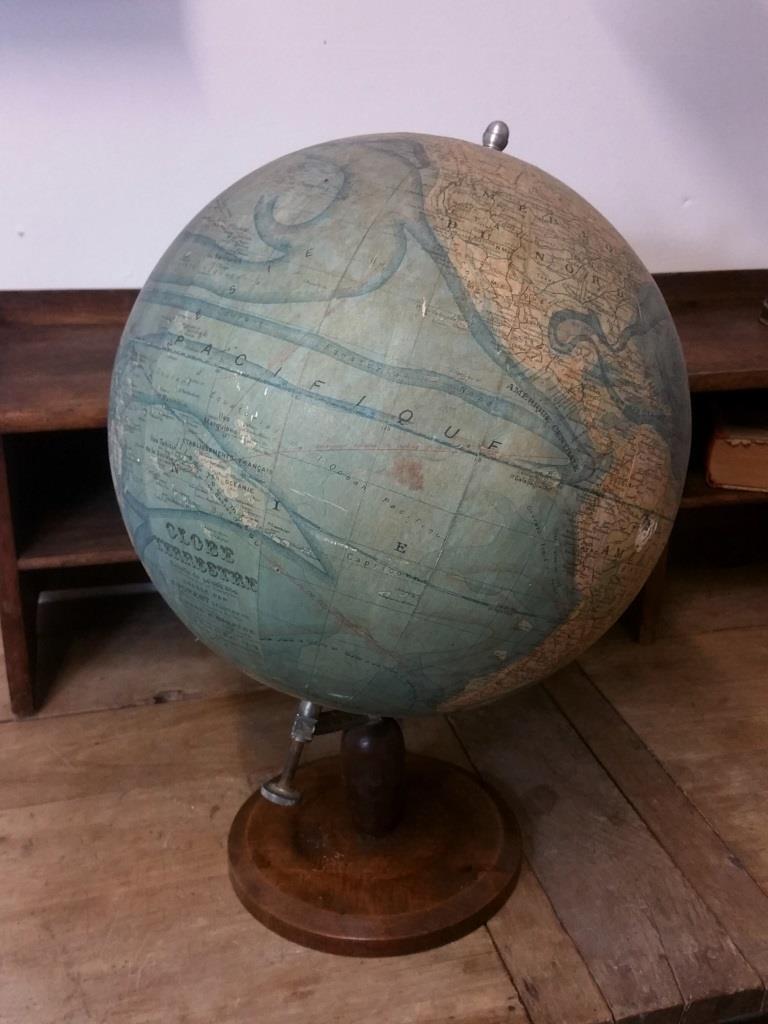 02 globe terrestre forest