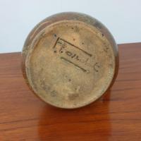 03 pichet en ceramique signe