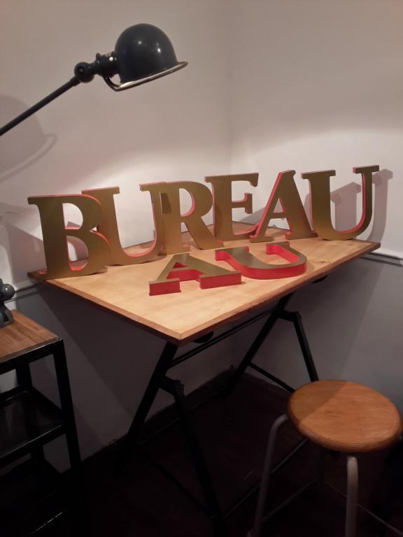 Lettres AU BUREAU