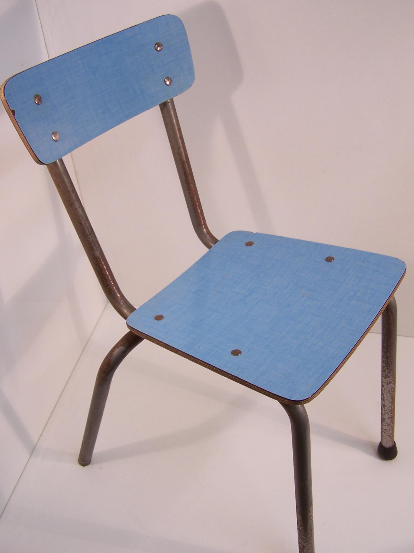 Chaise enfant vintage en formica bleu for Chaise 0 gravite