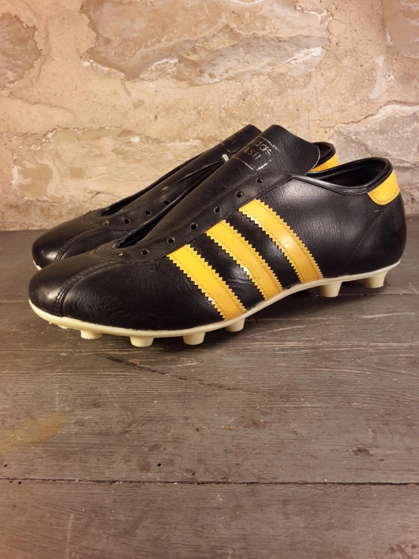 chaussures de football adidas brasil vintage. Black Bedroom Furniture Sets. Home Design Ideas