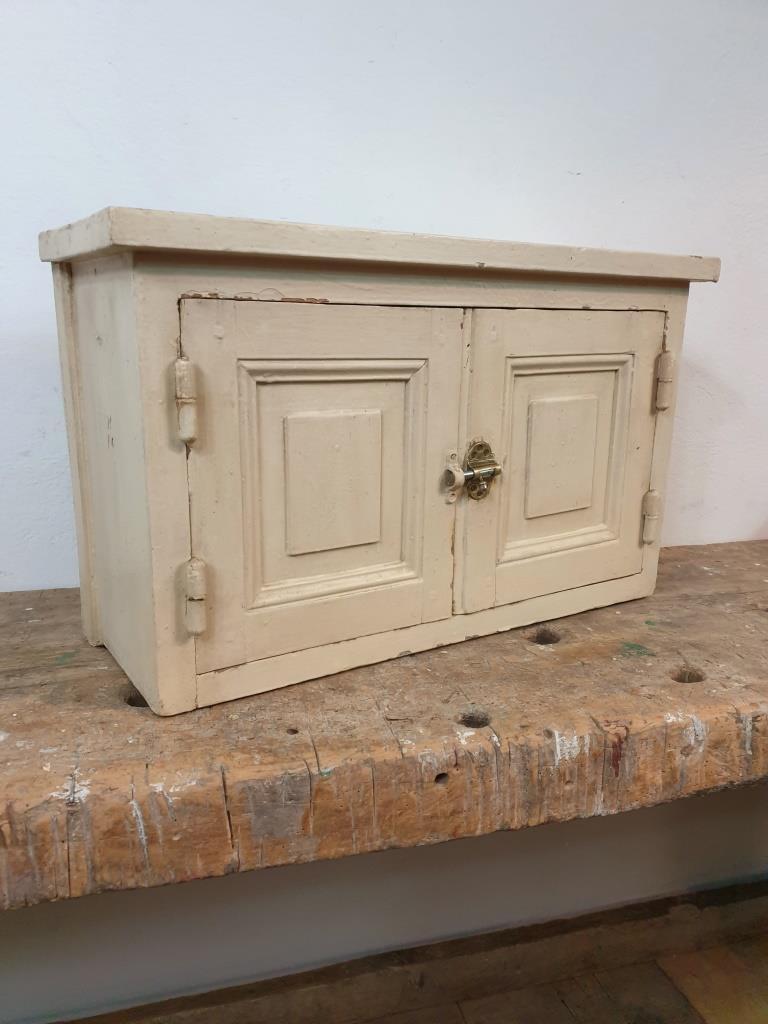 1 armoire a suspendre 1