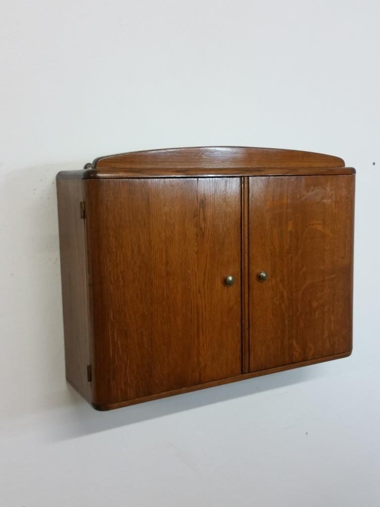 1 armoire a suspendre