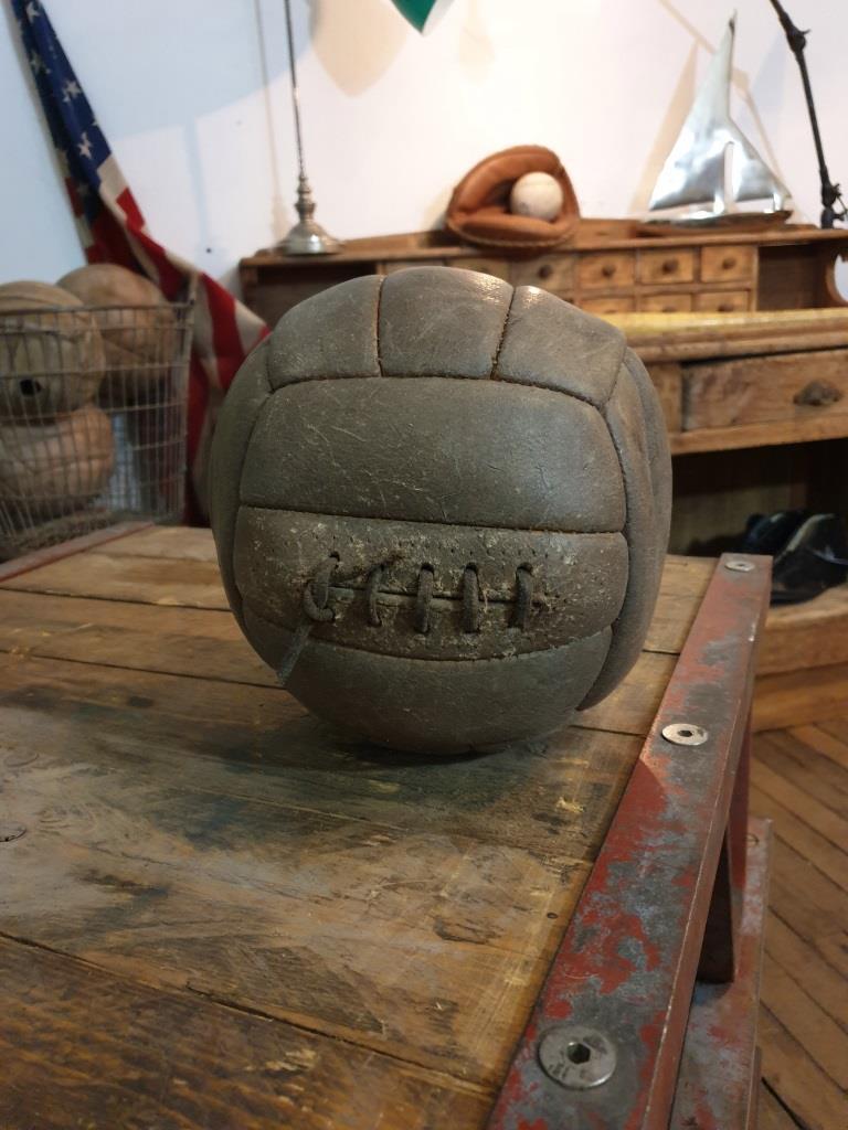 1 ballon cuir avec lacet