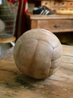 1 ballon de foot en cuir