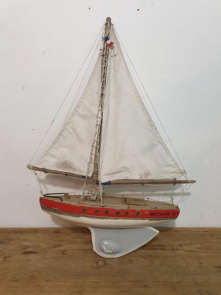 1 bateau de bassin