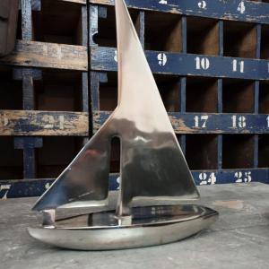 1 bateau en metal