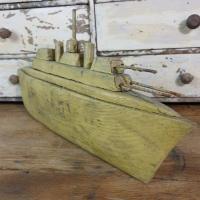 1 bateau navire de guerre naif