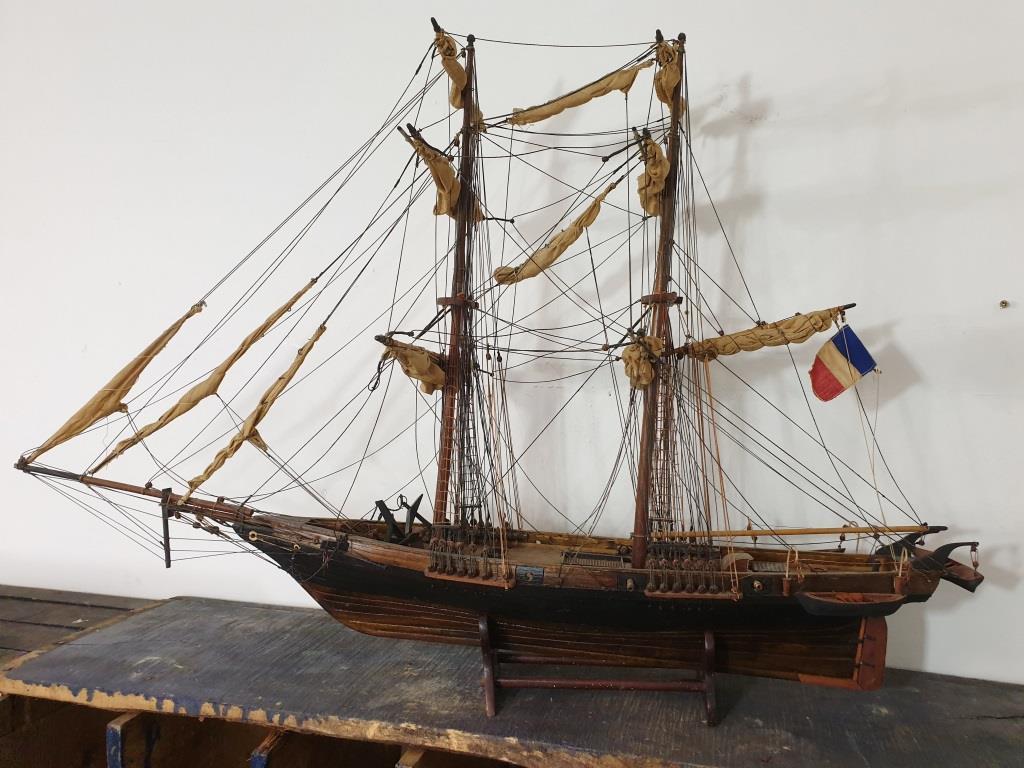 1 bateau vieux grement voilier l ouragan
