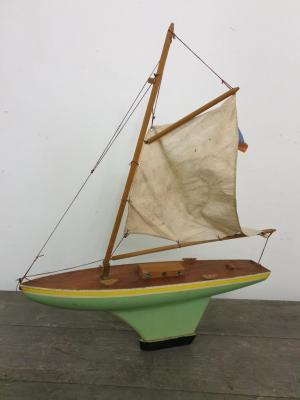 1 bateau voilier de bassin