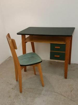 Bureau et chaise d'enfant