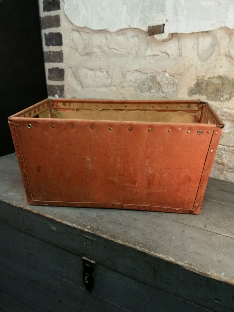 1 caisse de bonneterie