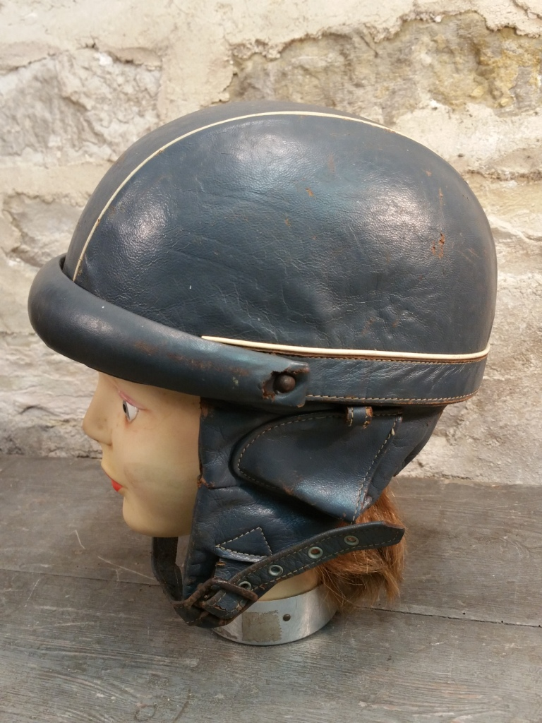 1 casque bleu