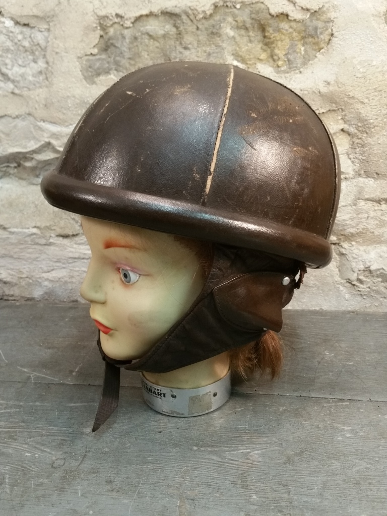 1 casque marron