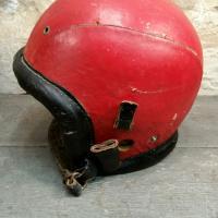 1 casque rouge