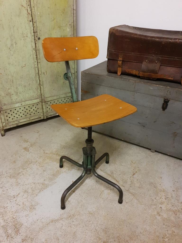 1 chaise d atelier