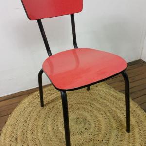 1 chaise en formica