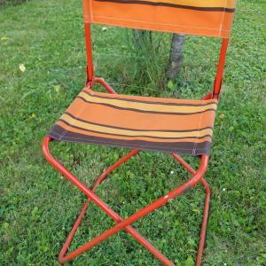 1 chaise pliante orange