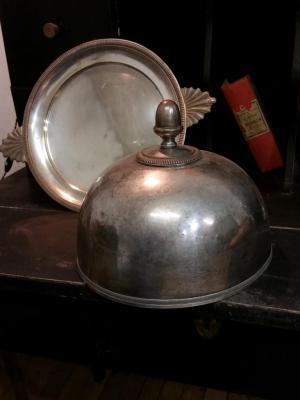 1 cloche en metal argente