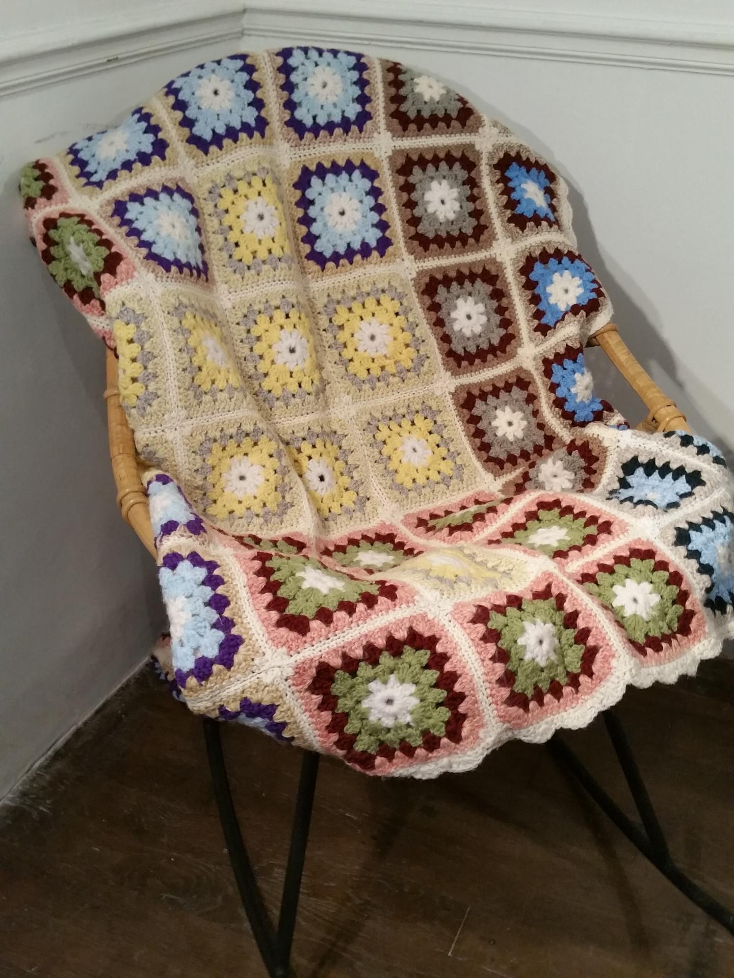 1 couvre lit granny square