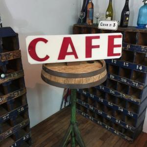 1 enseigne de cafe