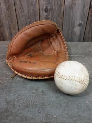 Gant et balle de Base Ball