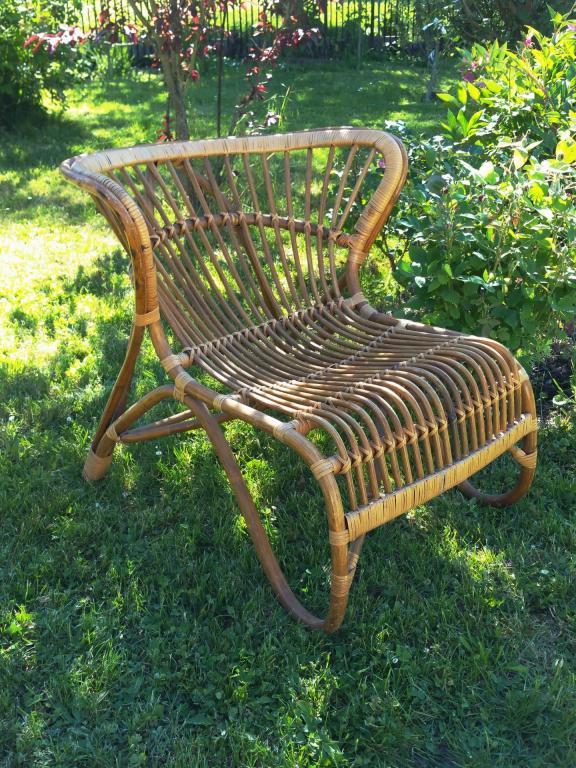 1 grand fauteuil en osier