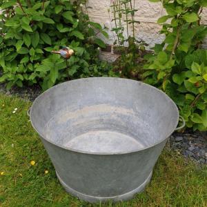 1 grande bassine en zinc