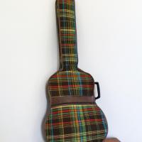 1 housse de guitare tissu ecossais