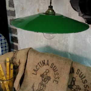 1 lampe abat jour emaille vert fil noir