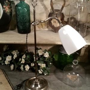1 lampe de table opaline blanche