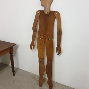 1 mannequin en bois