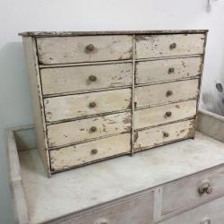1 meuble a tiroirs